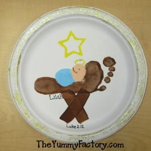 baby-jesus-foot-manger
